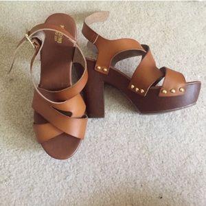 NWOT brown chunky platform heel